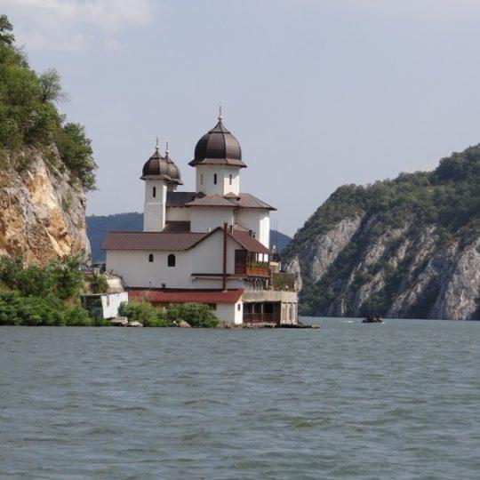http://pensiuneadanubia.ro/wp-content/uploads/2016/03/Manastirea-Mraconia-2-540x540.jpg