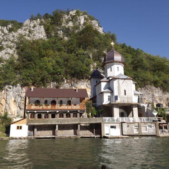 http://pensiuneadanubia.ro/wp-content/uploads/2016/03/Manastirea-Mraconia-3-540x540.jpg
