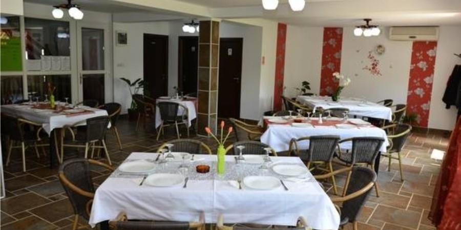 http://pensiuneadanubia.ro/wp-content/uploads/2016/03/Restaurant-Pensiunea-Danubia-2.jpg