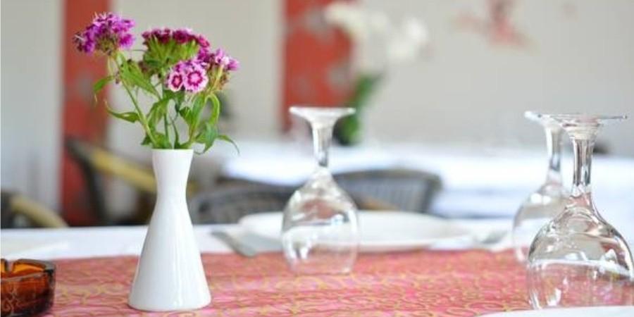 http://pensiuneadanubia.ro/wp-content/uploads/2016/03/Restaurant-Pensiunea-Danubia-3.jpg