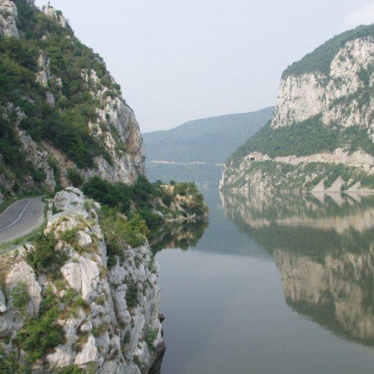 http://pensiuneadanubia.ro/wp-content/uploads/2016/03/Rezervatia-Cazanele-Mici-si-Mari-5-540x540.jpg