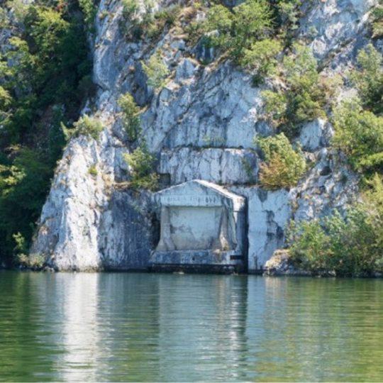 http://pensiuneadanubia.ro/wp-content/uploads/2016/03/Tabula-Traiana-Ce-poti-vedea-Pensiunea-Danubia-3-540x540.jpg