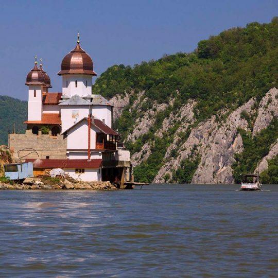https://pensiuneadanubia.ro/wp-content/uploads/2016/03/Manastirea-Mraconia-1-540x540.jpg