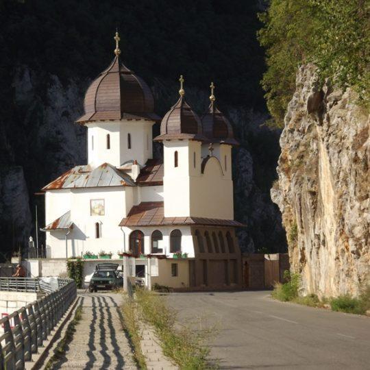 https://pensiuneadanubia.ro/wp-content/uploads/2016/03/Manastirea-Mraconia-5-540x540.jpg