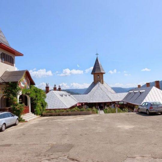 https://pensiuneadanubia.ro/wp-content/uploads/2016/03/Manastirea-Sfanta-Ana-3-540x540.jpg