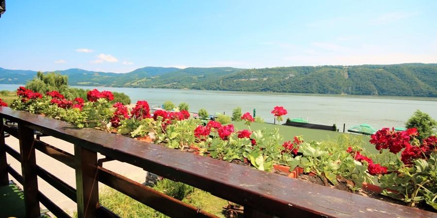 https://pensiuneadanubia.ro/wp-content/uploads/2016/09/SLIDER-Cazare-in-Apartament-Pensiunea-Verde-Pensiunea-Danubia-Eselnita-Cazanele-Dunarii-Mehedinti-4.jpg